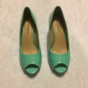 Color green Heels City classifieds